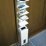 5年前に作った縦長の「充電ラック」は今でも現役で活躍中!デッドスペースは有効にね