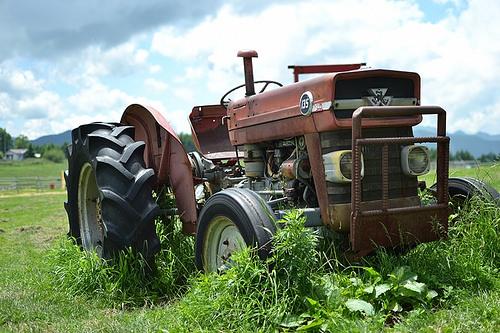 古い耕運機