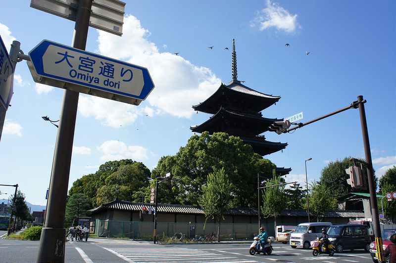 東寺 大宮通りから見た五重塔