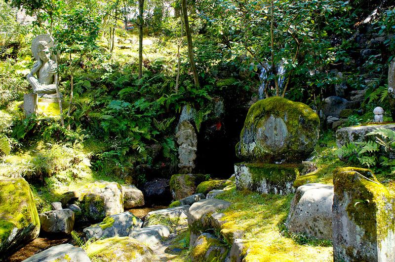 滝と石像/永観堂 禅林寺(Eikando, Zenrin-ji Temple / Kyoto City) 2015/04/02