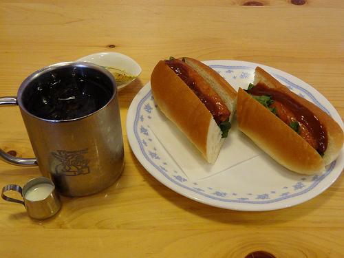 コメダ珈琲店のアイスコーヒー&チリドッグ