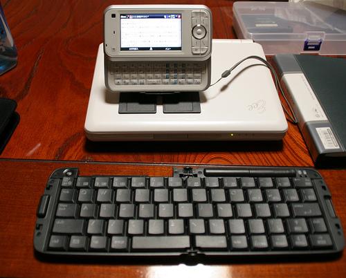SoftBank X01Tと折りたたみキーボード