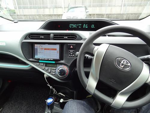 トヨタ AQUAの内部