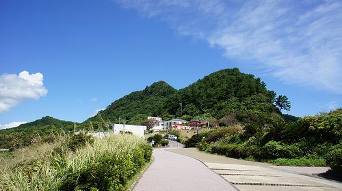 長崎鼻から見た龍宮神社