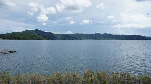 池田湖(中央)