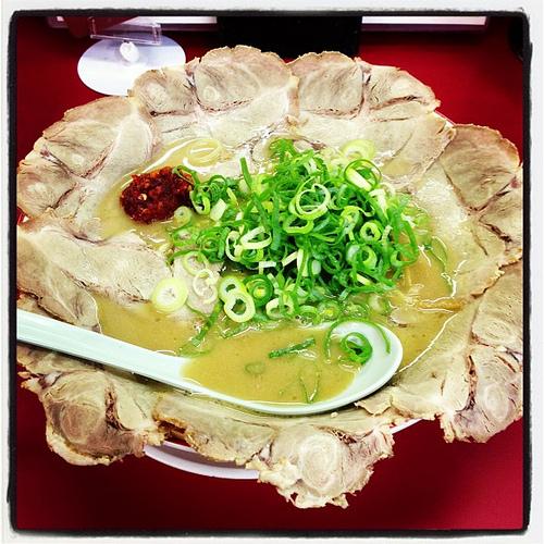 天下一品にて「チャーシュー麺(大) こってり ニンニク入り 麺硬め」を食す♪